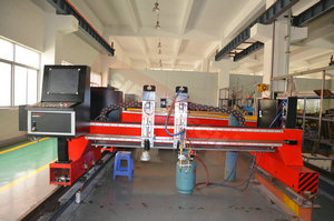 GANTRY TYPE PLASMA CUTTING MACHINE